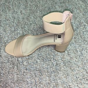 White Mountain Shoes - Barely worn sandal wedges 😍